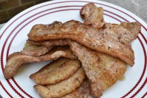 豚の三枚肉の薫製焼き