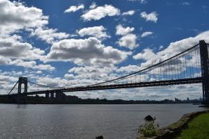 ニュージャージー側から眺めたニューヨークとジョージワシントン橋